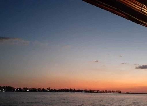 Menikmati Senja Makassar Dari Atas Kapal Pinisi, Wisata Laut Terkeren
