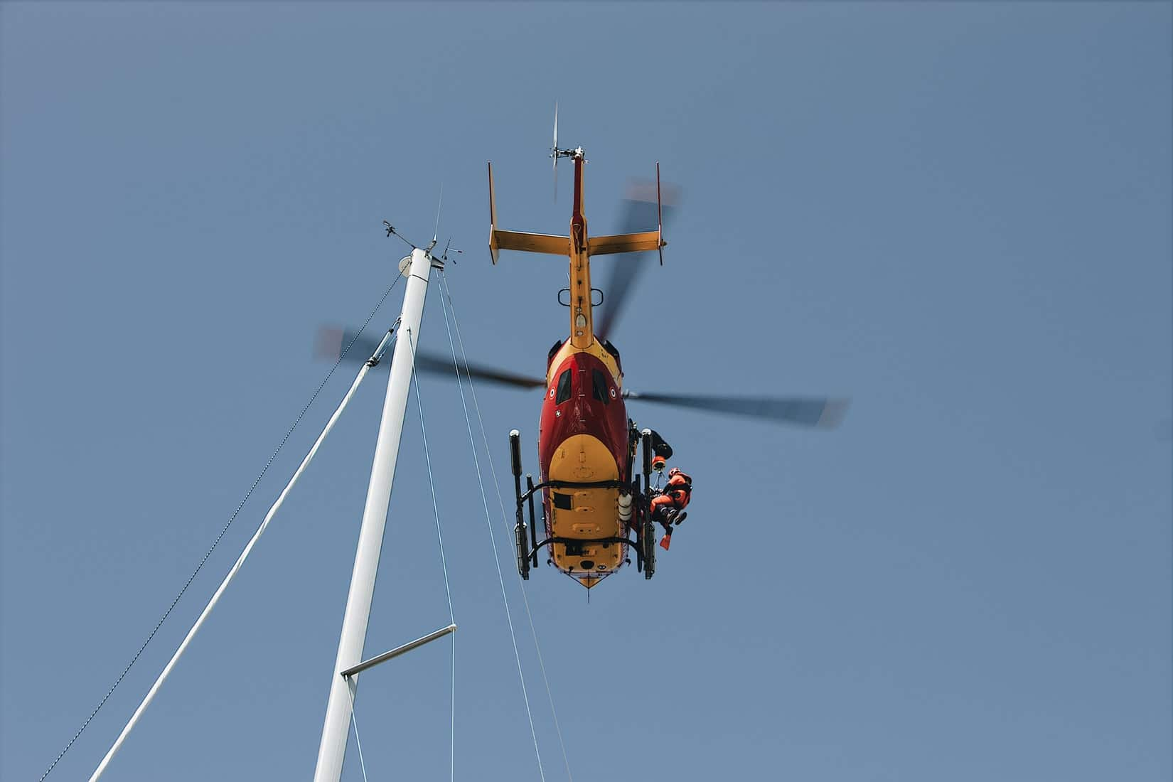 Terbang Terlalu Rendah, Pilot Helikopter Kobe Bryant Sempat diperingatan. Photo by Mael BALLAND https://unsplash.com/photos/R0EEq4pFRJg