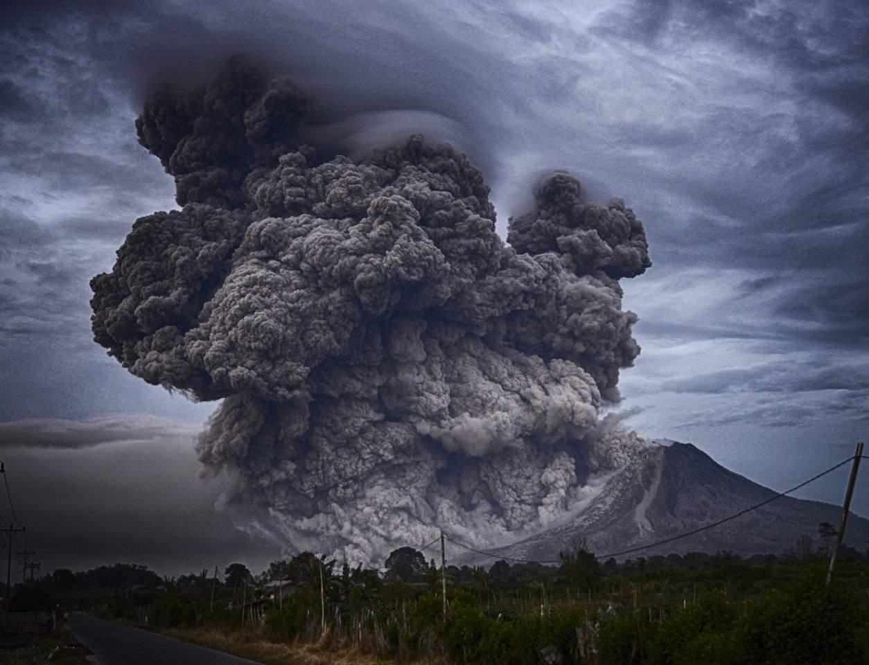 Gunung meletus tanda kiamat Sugra dan kaitan dengan Surah Al Waqi'ah