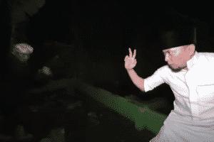 Video Ustadz Ujang Bustomi Duel dengan Dukun Santet di Kuburan